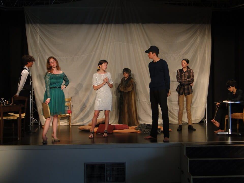 la Compagnie des gens d'ici | spectacle | théâtre | rue | salle | déambulation | lecture | poésie| Rhône-Alpes